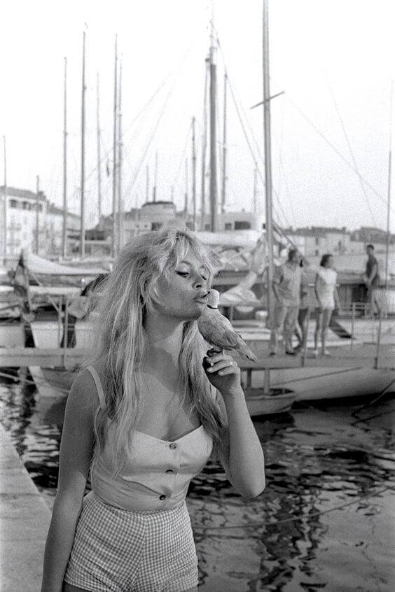 Brigitte Bardot sur le Port de saint Tropez 1958 © Willy Rizzo