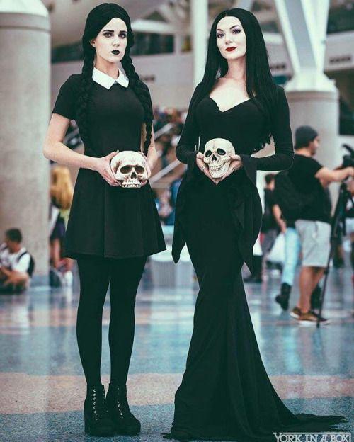 Fantasia de Halloween Wandinha e Morticia Adams